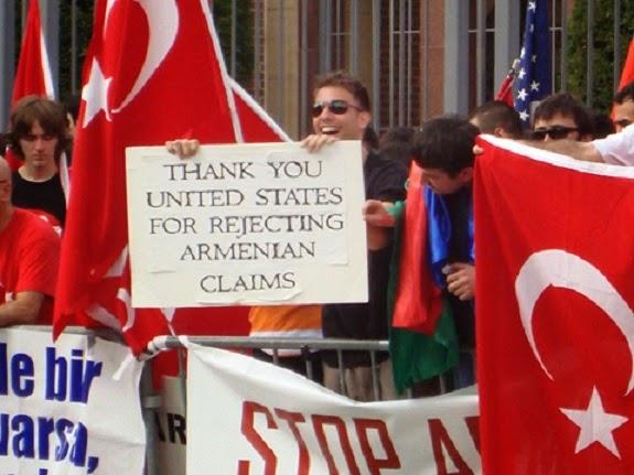 Turquía sale a justificar el genocidio armenio