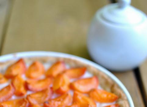 Ciasto z morelami na migdałowym spodzie