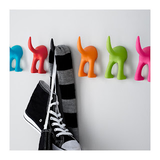 Ikea - pisani obešalniki.