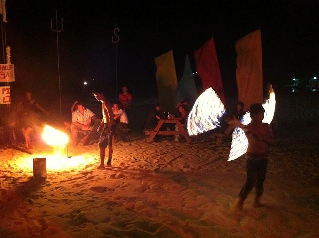 Magia de fuego en la playa