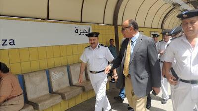 جولة تفقدية لمدير اﻹدارة العامة لشرطة النقل والمواصلات بمحطات مترو اﻻنفاق