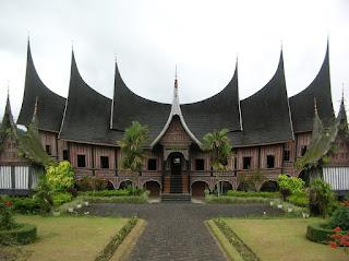http://infojalanjalan.com/wp-content/uploads/2015/08/Tempat-Wisata-di-Sumbar-Sumatera-Barat.jpg