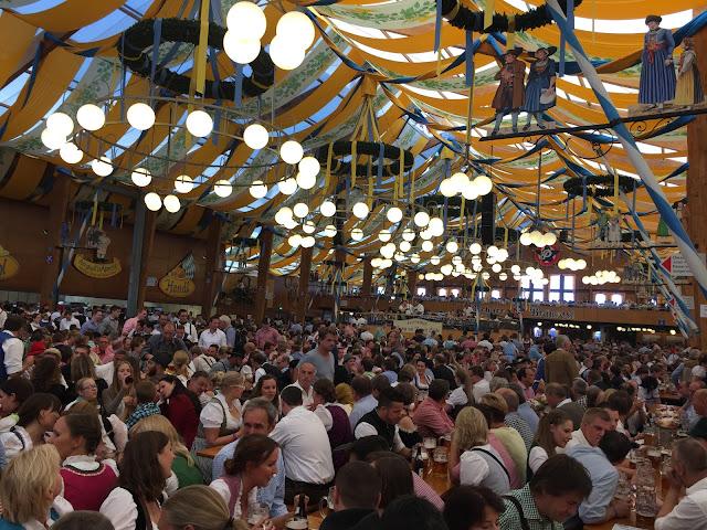 octoberfest, almanya, gezi, ne yapılır, nasıl gidilir, bira, festival, münih, bavyera, dirndl, marienplatz, eylül, ekim, uçak bileti, otel, fiyat, ne yenir, nereye gitsek