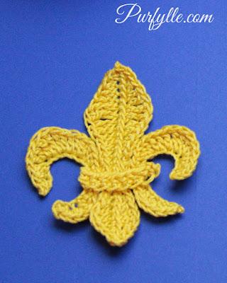 Fluer-de-lys Motif Crochet Pattern