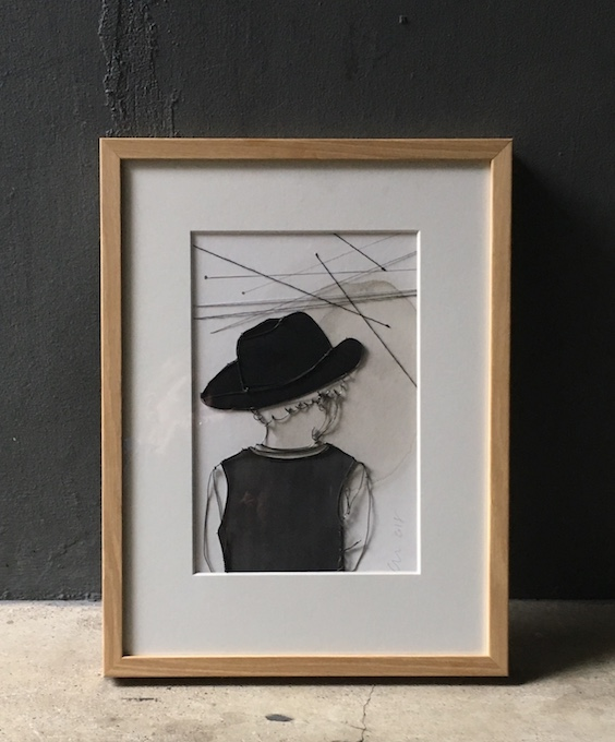 Christina James Nielsen: Barn med hat. Tegning med metaltråd