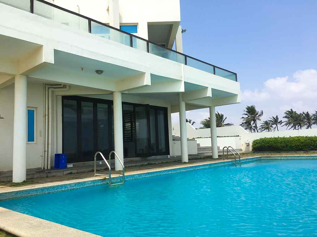 best ecr beach house for day outing