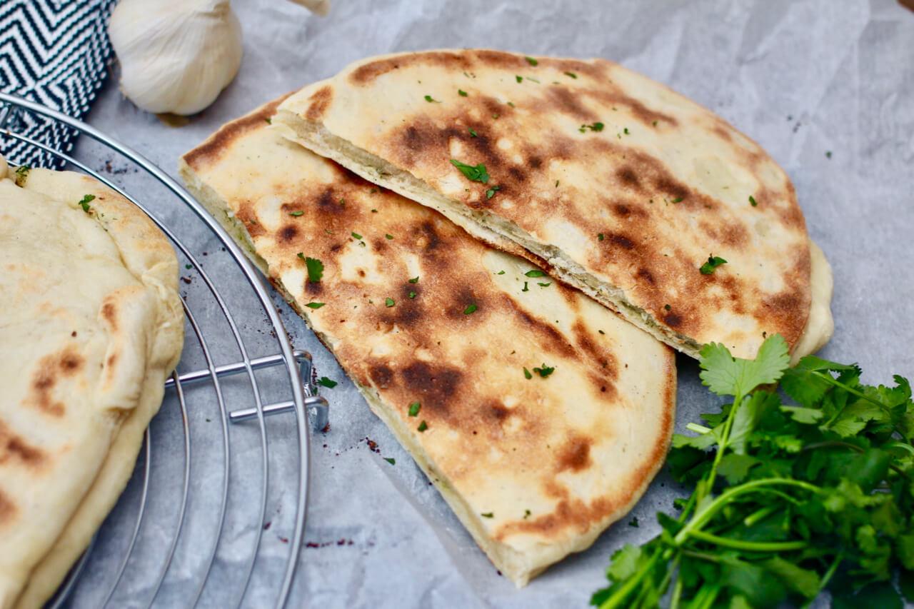Veganes Indisches Naan Brot mit Koriander Knoblauch Füllung