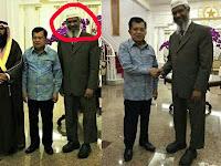 Kemana Wapres JK Saat Kedatangan Raja Salman? Foto Bersama DR Zakir Naik ini Menjawabnya