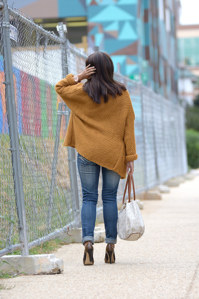 Wearing:  Top: LightInTheBox Cardigan Sweater: Amazon Jeans: GAP Shoes: Franco Sarto Bag: Michael Kors