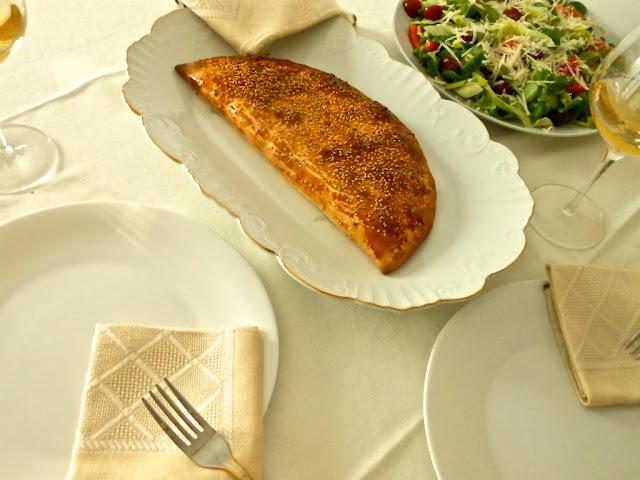 Empanada de salmón con palitos de cangrejo