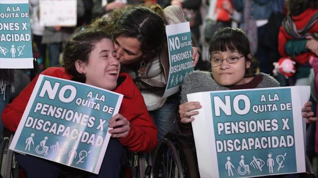 Discapacitados exigen restitución de sus pensiones en Argentina