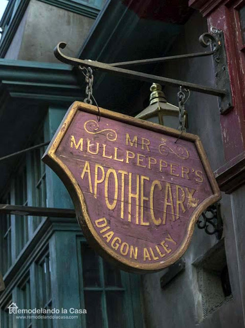 purple sign - Halloween - Diagon Alley