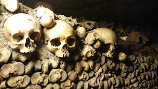 Catacombes Paris crânes