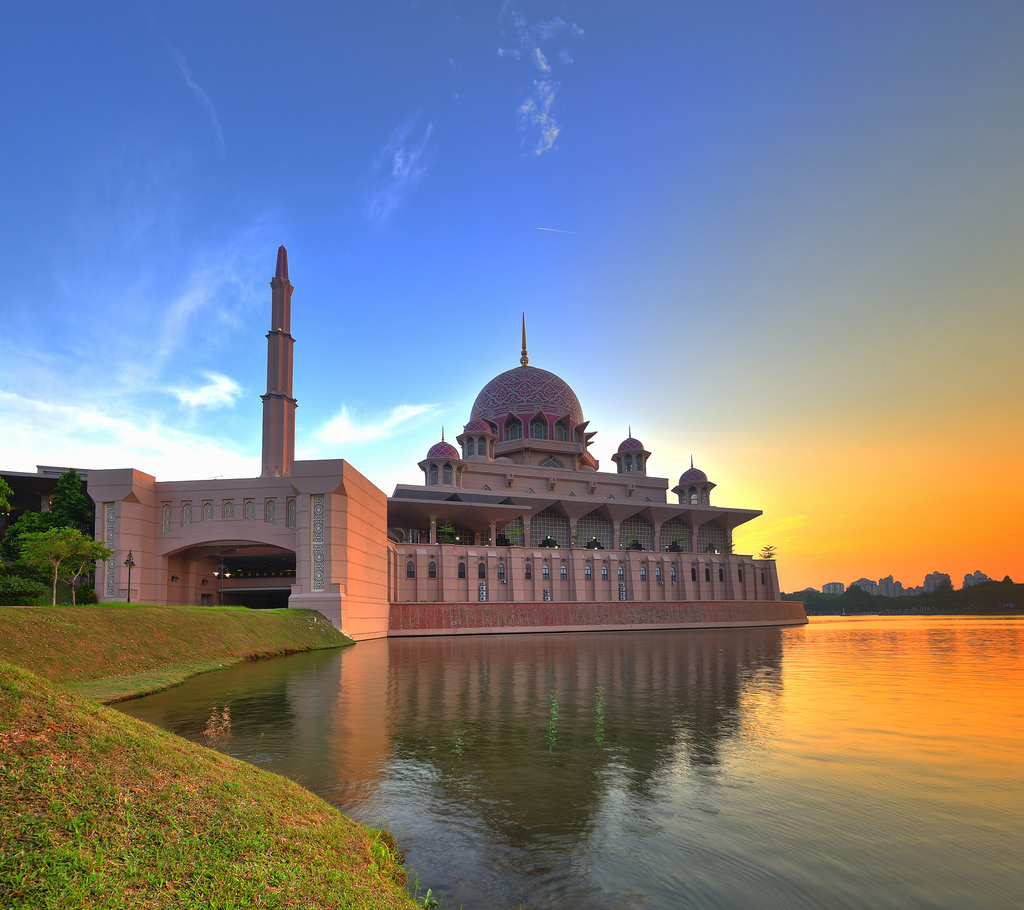 Image result for objek wisata masjid putra malaysia