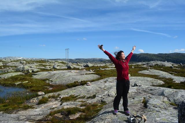 Hiking to Kjeragbolten
