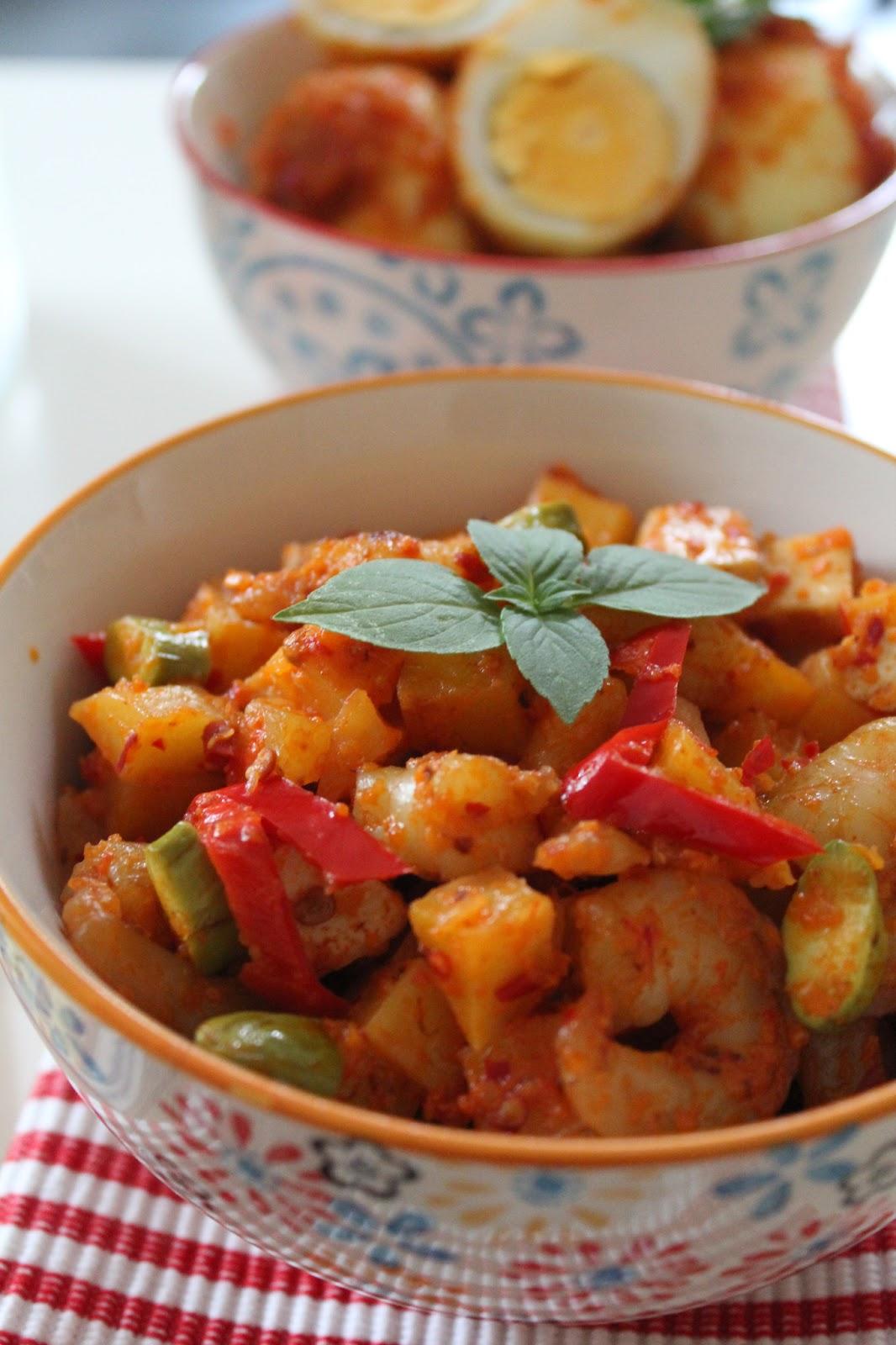 Indonesian Food: Sambal Goreng Udang (Spicy Shrimps Sauteed)