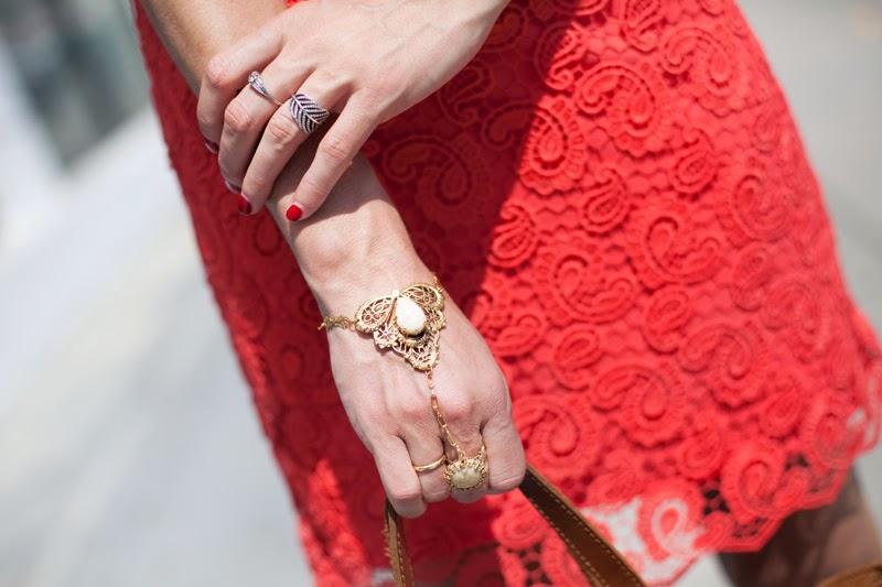 Finger bracelet street style