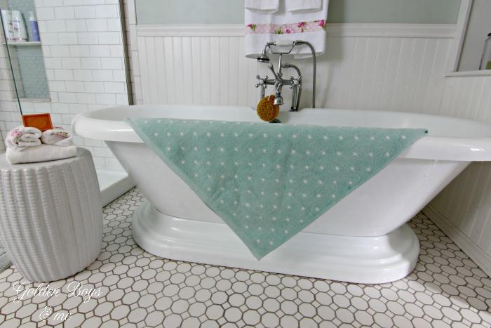 Pedestal tub in master bathroom - www.goldenboysandme.com
