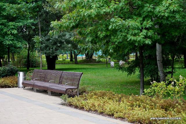 Ursynów teren zielony parki warszawskie rzeźba Warszawa Warsaw ławka