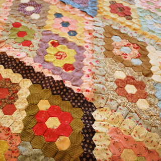 Minnie hexagon quilt: QuiltBee