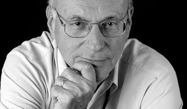 """Boris Cyrulnik, travailla sur la honte; Né le 26 juillet 1937 à Bordeaux, est un psychiatre et psychanalyste français. Ancien animateur d'un groupe de recherche en éthologie clinique au centre hospitalier intercommunal de Toulon-La Seyne-sur-Mer et directeur d'enseignement du diplôme universitaire (DU) """"Clinique de l'attachement et des systèmes familiaux"""" à l'université du Sud-Toulon-Var, Boris Cyrulnik est surtout connu pour avoir vulgarisé le concept de résilience qu'il a tiré des écrits de John Bowlby."""