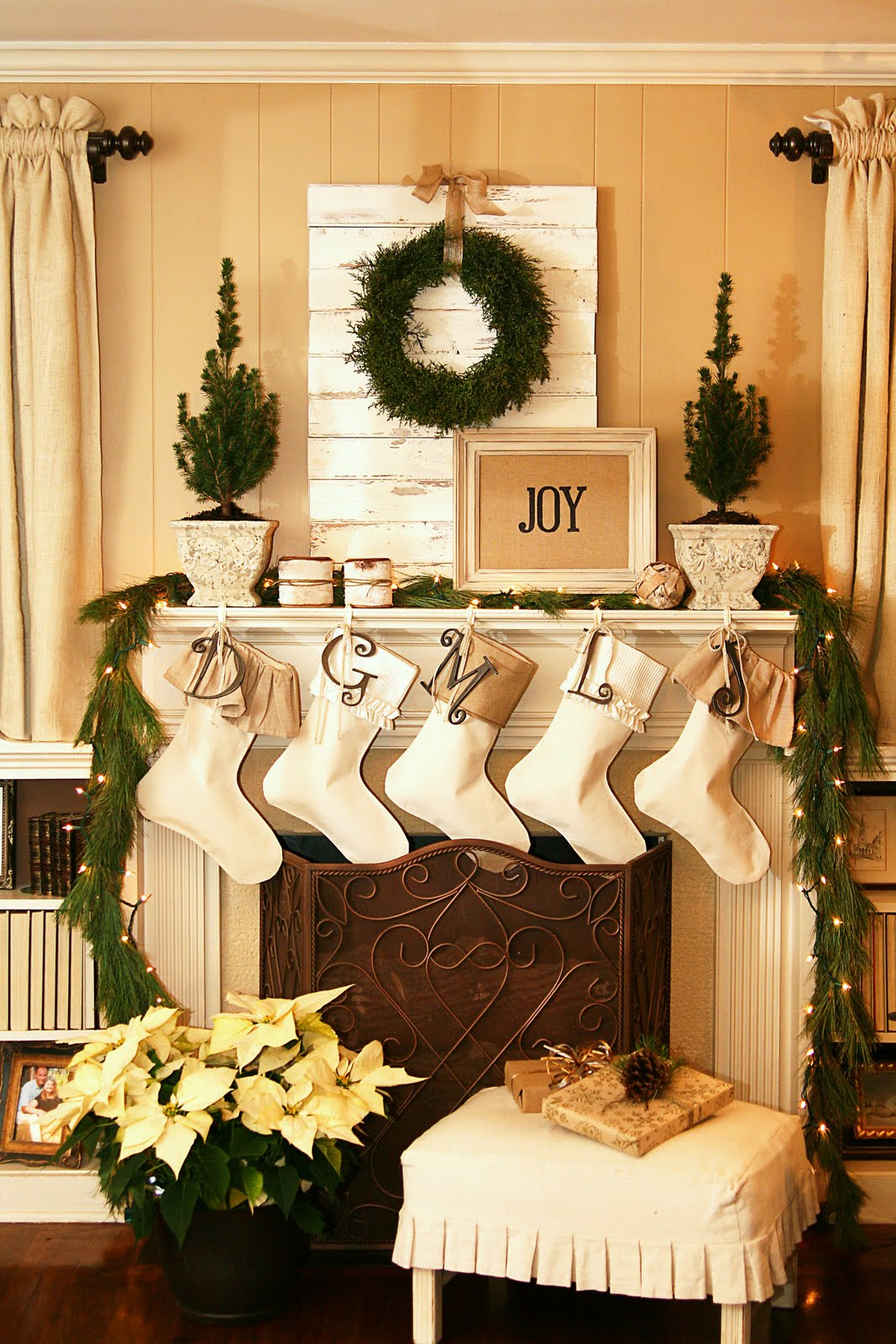 The butlers christmas decorations the living room - Living room centerpiece ideas ...