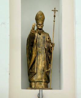 Ходорів. Костел Всіх Святих. Скульптура Папи Римського іоанна Павлв II