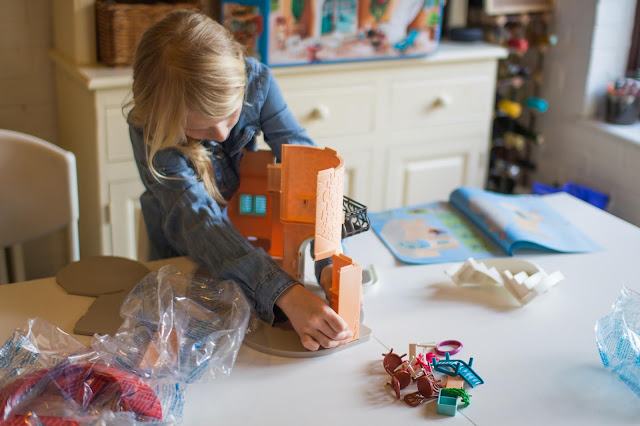 Assembling the Playmobil summer villa for review