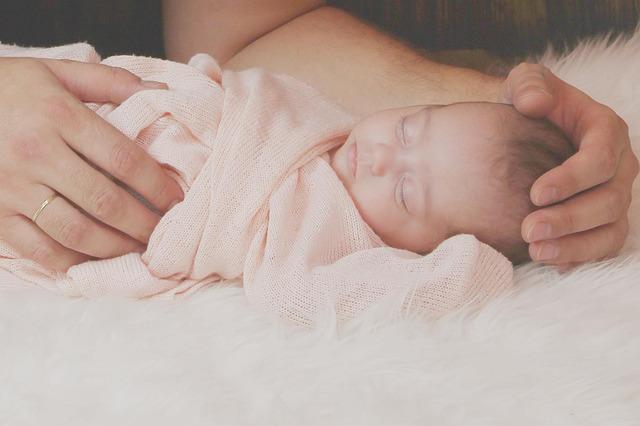 pertumbuhan bayi usia 1 bulan, perkembangan bayi usia 1 bulan, pertumbuhan bayi umur 1 bulan, bayi 1 bulan, bayi sebulan, bayi