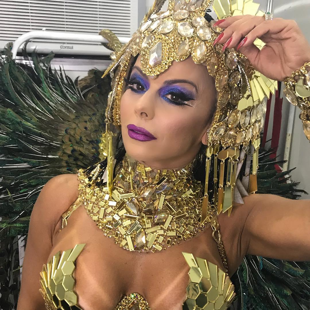 Viviane Araújo mostra make e detalhes da fantasia de rainha-faraó. Foto: Arquivo pessoal