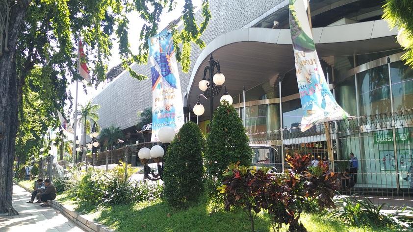 Refleksi Cermin Di Delta Plaza Surabaya