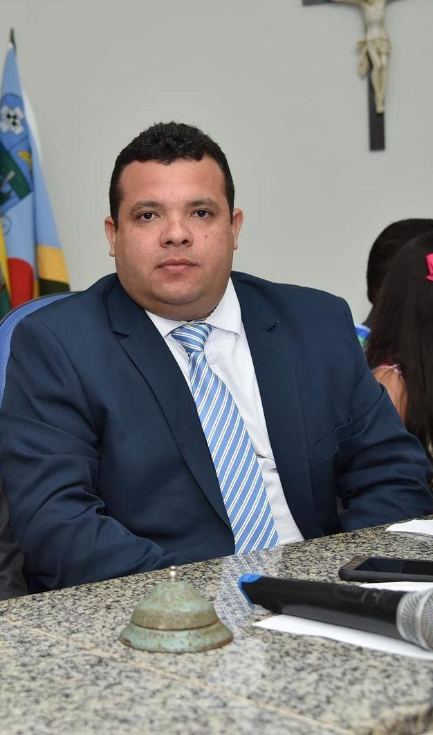 Resultado de imagem para imagens presidente da camara municipal de itapecuru mirim dr carlos junior recentes