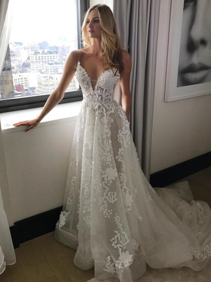 http://uk.millybridal.org/product/tulle-v-neck-a-line-sweep-train-with-appliques-lace-wedding-dresses-ukm00023067-21284.html?utm_source=minipost&utm_medium=2597&utm_campaign=blog