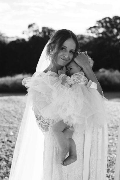 amelia fullarton photography byron bay weddings deux belettes bridal gown venue cake love