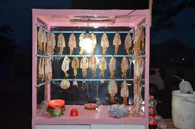Sotong siap di pangkong, di bakar lalu di makan