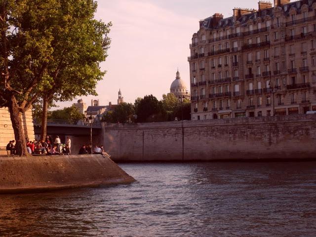 Rio Sena e pontes em Paris