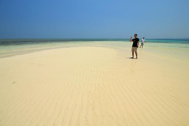 Pulau pasir di pantai Meting Doeng Larantuka