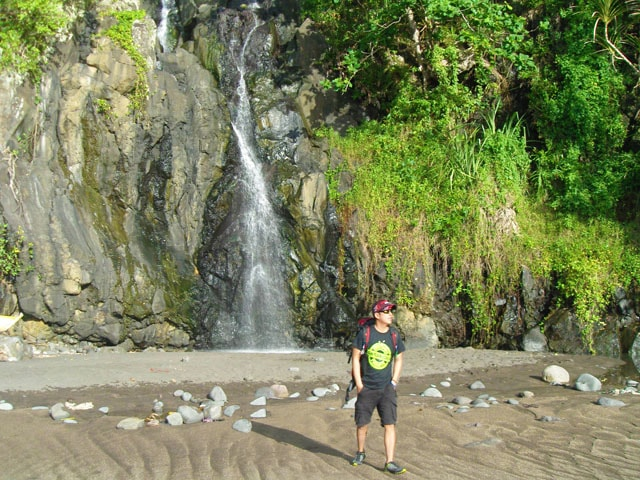 Bugsukan Waterfall Behind