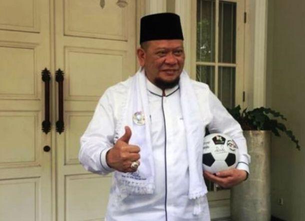 Bawa Bola Besuk Ma'ruf Amin, La Nyalla Tantang Prabowo Baca Al Fatihah