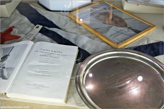 Objetos del Expositor Central en la Sala de Trofeos de Marble House, Newport