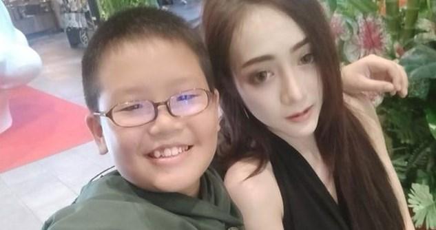sadis, seorang anak kecil mampu membelikan hadiah iphone x kepada pacarnya