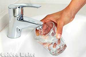 كوب-مياه-نظيفة-من-الصنبور