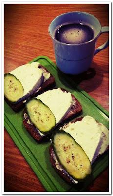 kanapki z serem białym, twarogiem, kawa zbożowa, inka
