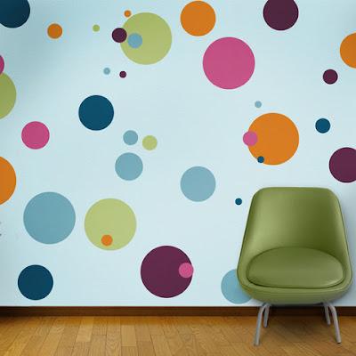 Dinding polka dots warna warni