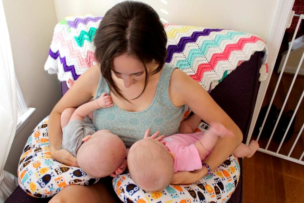 Cara Mendidik & Merawat Anak Kembar Tanpa Ribet & Tetap Menyenangkan