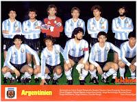 SELECCIÓN DE ARGENTINA - Temporada 1985-86 - Passarella, Clausen, Pumpido, Garré, Ruggieri y Batista; Burruchaga, Giusti, Maradona, Valdano y Borghi - FRANCIA 2 (Ferreri y Vercruysse) ARGENTINA 0 - 26/03/1986 - Partido internacional amistoso - París, Francia, estadio del Parque de los Príncipes