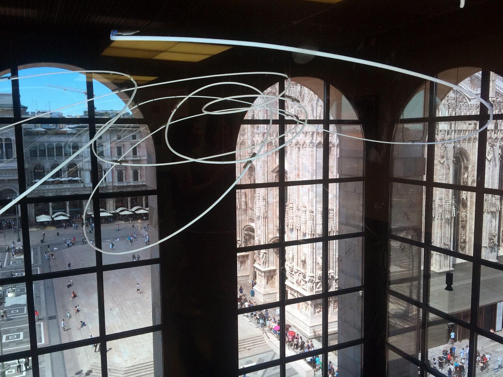 Museo Del 900 Milano.Milano L O V E Museo Del Novecento Galleria Vittorio