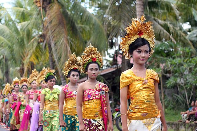 Pakaian Adat Bali | Bali Girl | Bali Whore | Cewek Bali