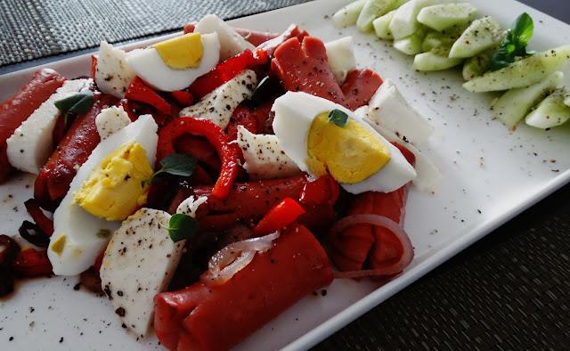 Parówki z mozarellą i jajkiem