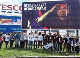 Umno Selangor Gesa Papan Iklan 'Bebas Anwar' Disiasat